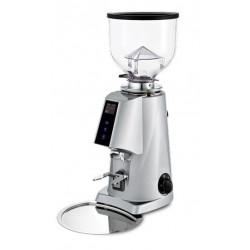 Wysokiej jakości młynek do kawy.