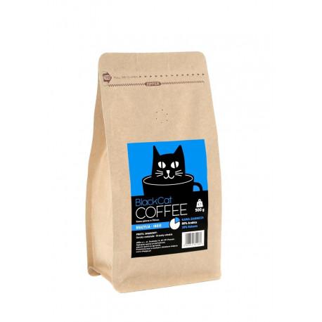 Zrównoważony aromat Black Cat Brazylia-Indie ze starannie wyselekcjonowanych ziaren robusty (20%) i arabiki (80%) to gwarancja udanego dnia i solidny zastrzyk energii o poranku.