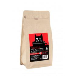COFFEE DRUID RED to lekka mieszanka brazylijskiej arabiki (50%) i indyjskiej robusty (50%). Posmak orzechów włoskich, gorzkiej czekolady i nut cedrowych oraz niska kwasowość to jej główne atuty.