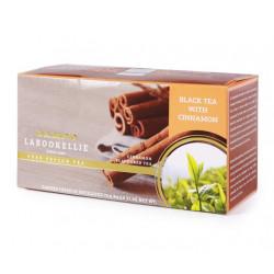 Marka Damro specjalizuje się w odkrywaniu nowych smaków herbacianych. Tym razem mile zaskakuje w ciekawym połączeniu czarnej cejlońskiej herbaty oraz naturalnego cynamonu.